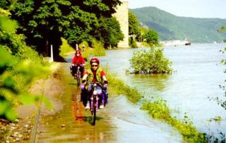 Riding 'along' the Rhein