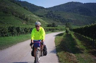 Cycling through the vineyards of the Waschau Valley