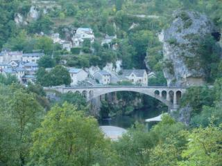 The bridge over the Tarn River into the village of St. Chely