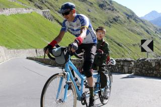 Piaw and Bowen climbing the Stelvio